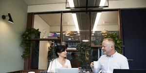 man-and-woman-having-a-meeting-in-the-office-2977581